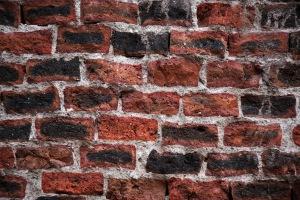 Brick_wall_in_León,_Guanajuato,_2010-06-13