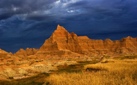 Storm_Over_The_Badlands_in_South_Dakota,_USA